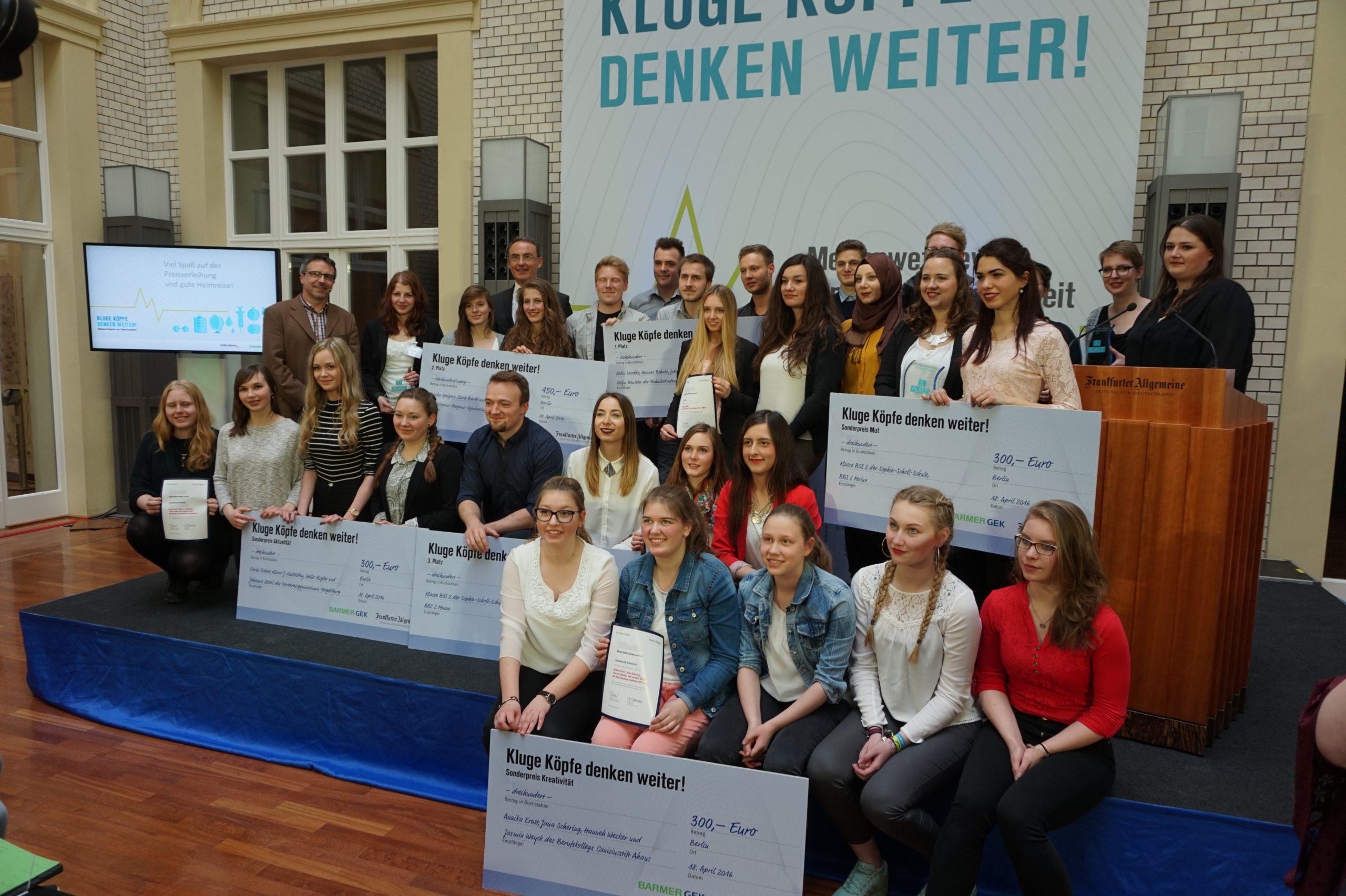 """""""Kluge Köpfe denken weiter"""" - BARMER GEK und F.A.Z. prämieren Schüler der Sophie-Scholl-Schule"""
