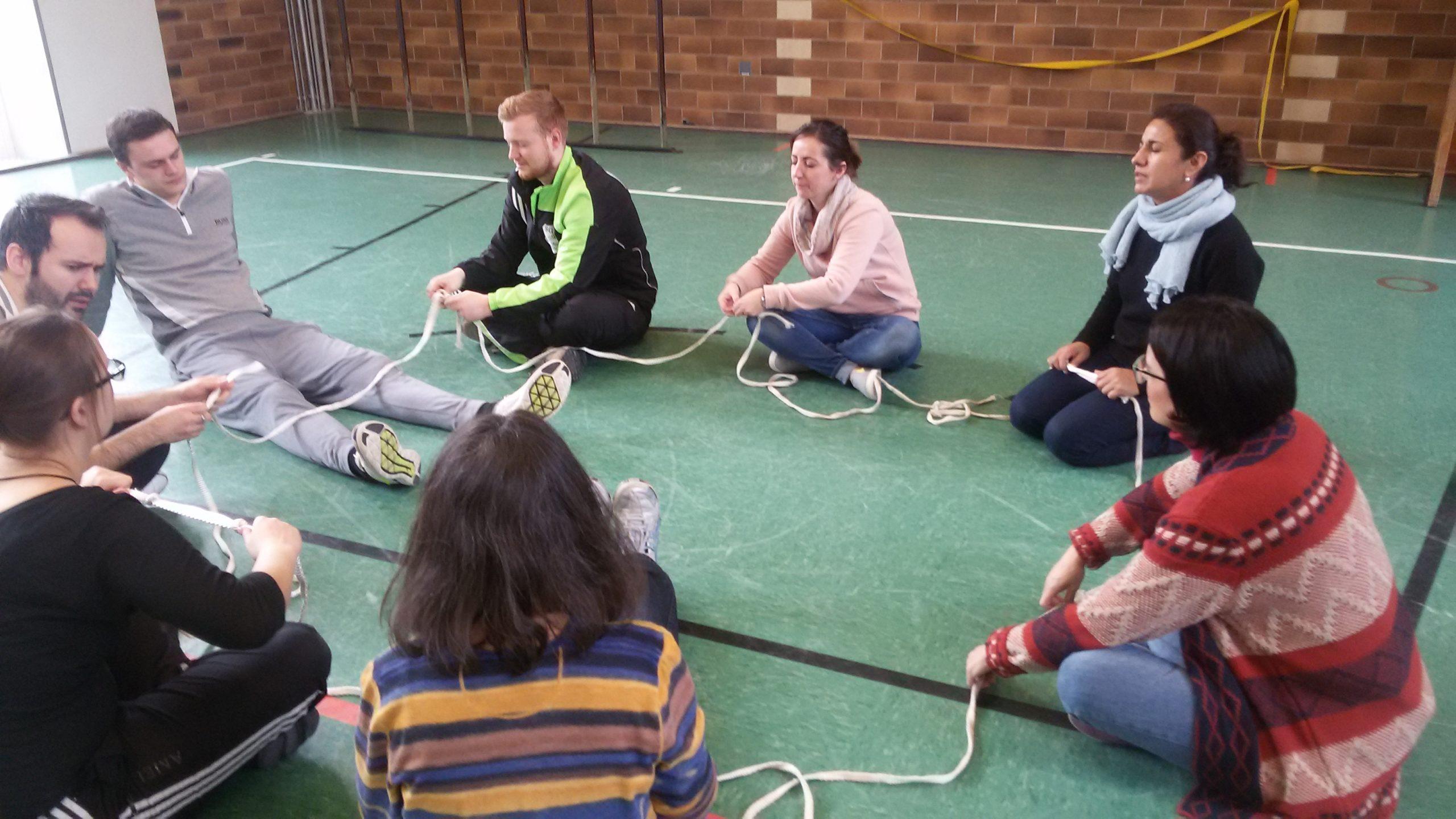 Spielerisch Teamgeist erleben: Erlebnispädagogik