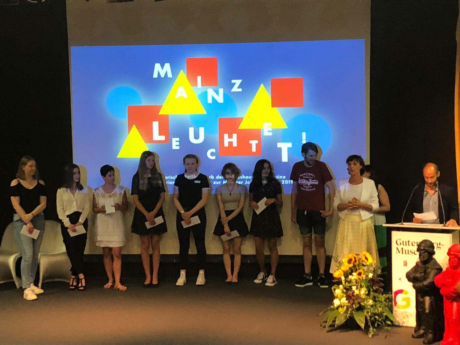 Preis gewonnen bei MAINZ LEUCHTET! – Entwirf einen Lettern-Lampion zum Bauhaus-Jubiläum!